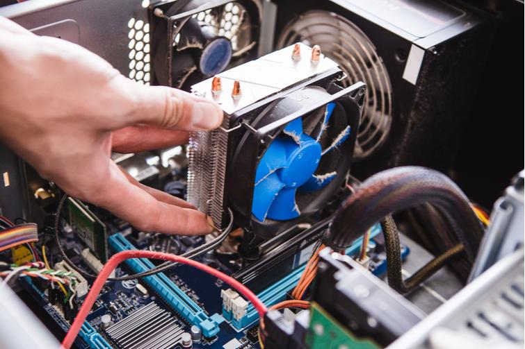 Los ventiladores de refrigeración de la CPU no se ven muy glamorosos, pero hacen el trabajo.