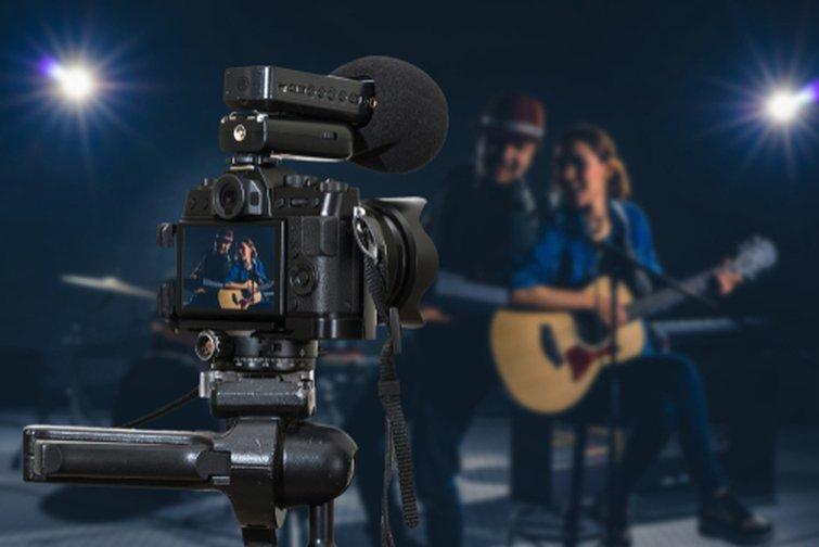 Cámara sin espejo con micrófono